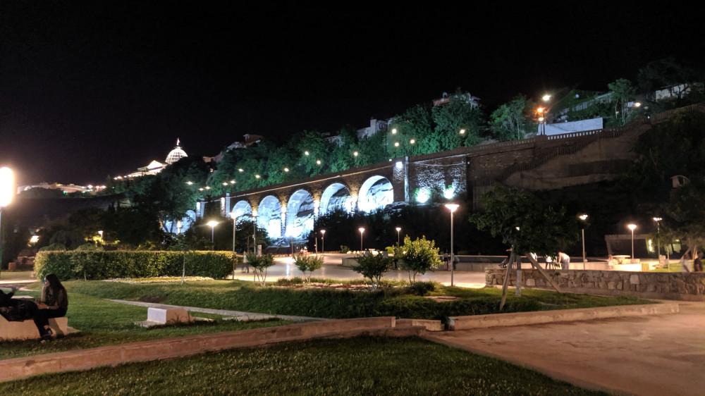 Парк Рике ночью. Слева наверху президентский дворец.