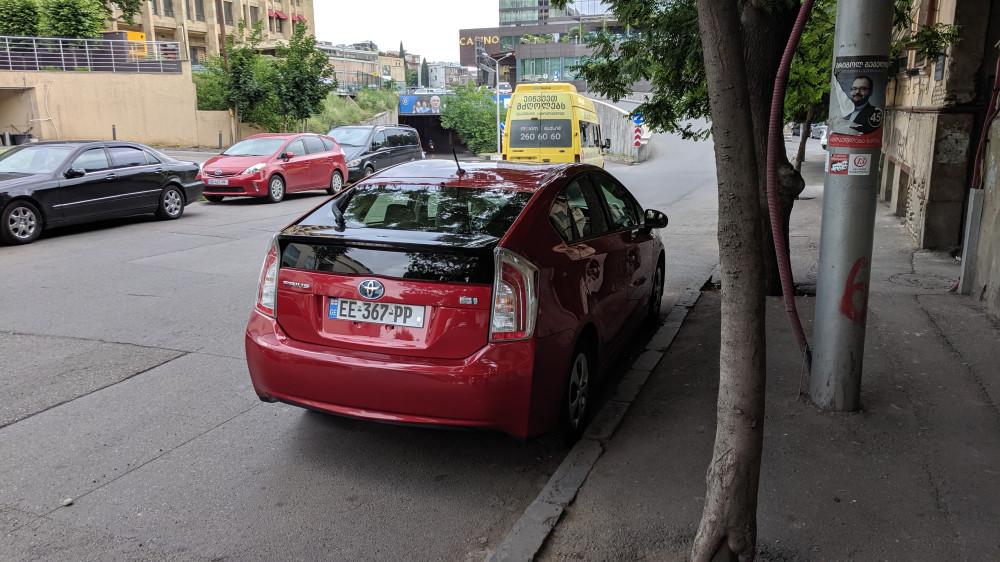 Toyota Prius — самый популярный автомобиль в Тбилиси.