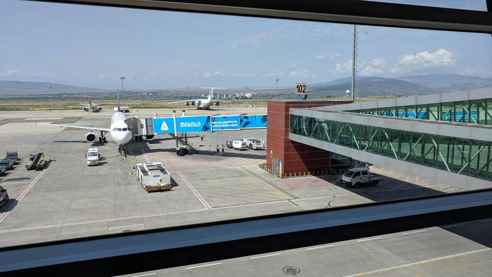В Аэропорту Тбилиси (TBS) мой самолет на Москву, Внуково (VKO).