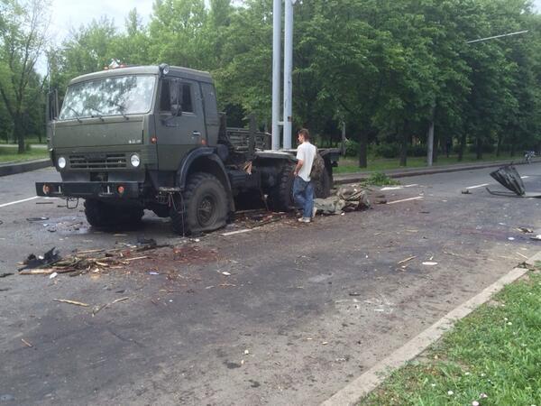 20140527 Донецк расстреляный камаз 01