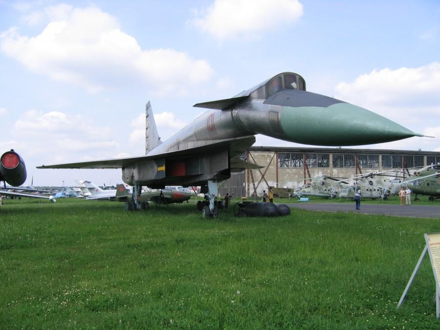 Sukhoi_T-4_(Monino_museum)