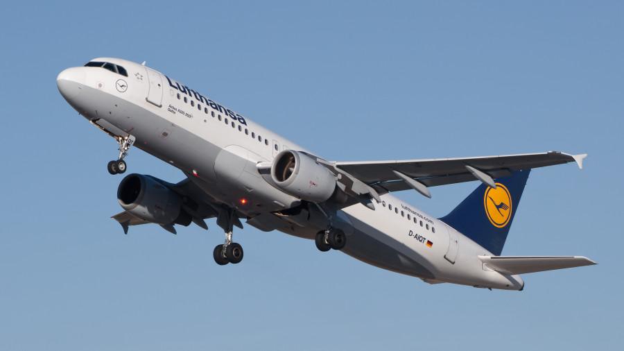 Lufthansa_Airbus_A320-211_D-AIQT_01