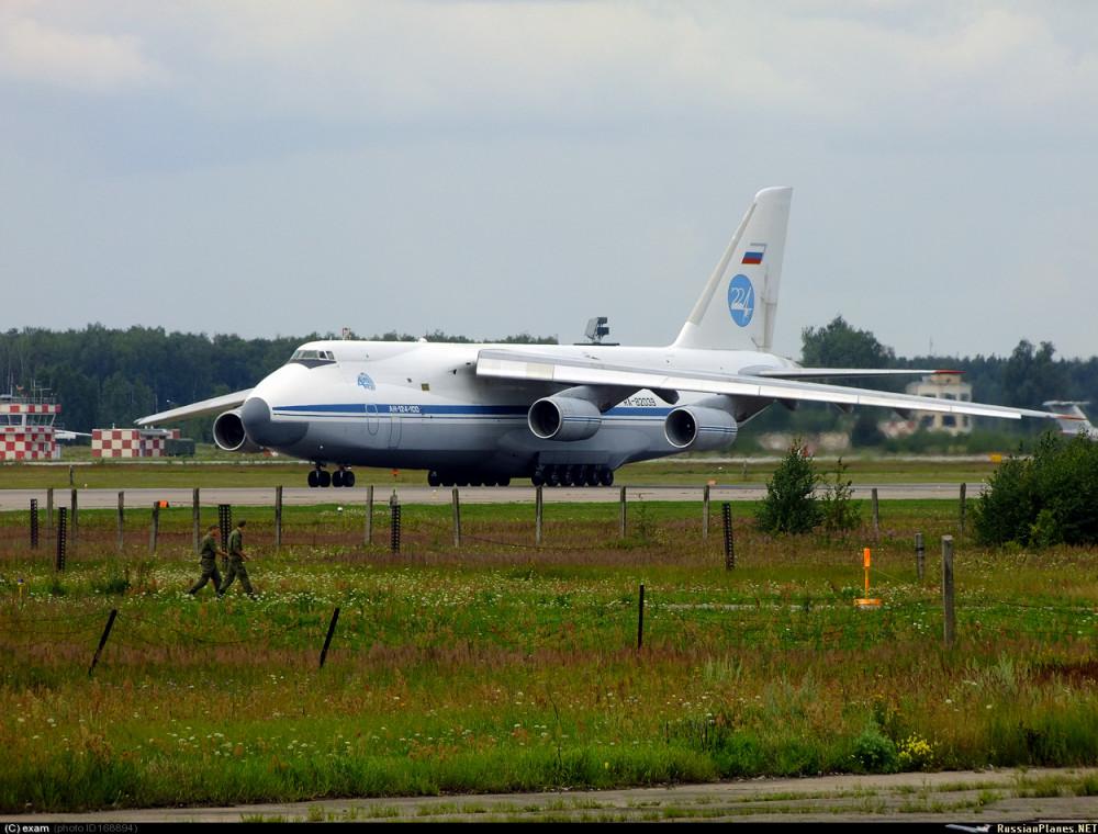 Ан-124 летит в Латакию