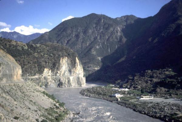 79443721_hunza_river11
