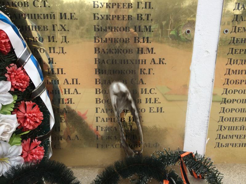 Памятник в селе Новая Жизнь Будённовского района