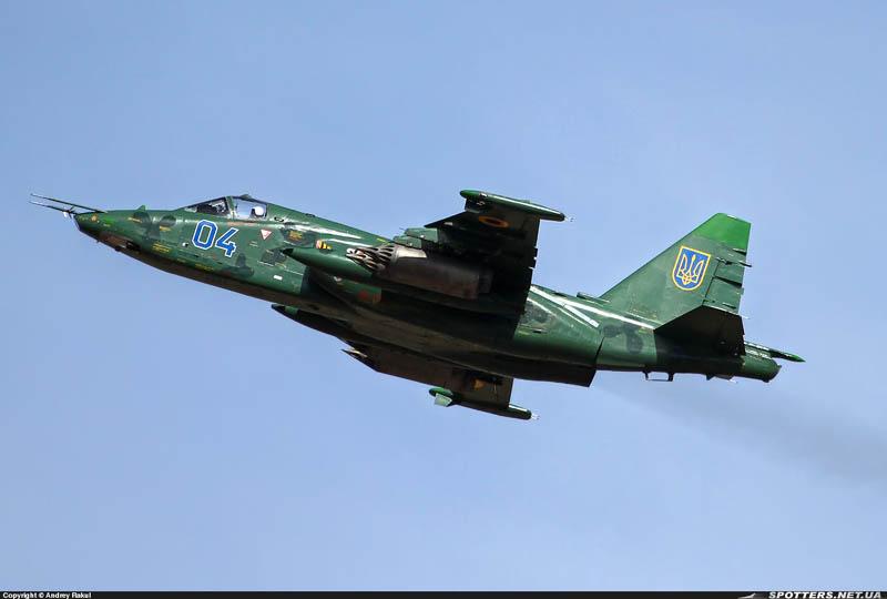 Su-25 N04-008
