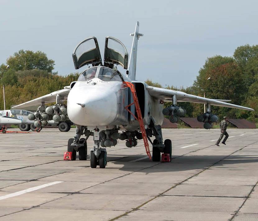 Su-24 unk-048