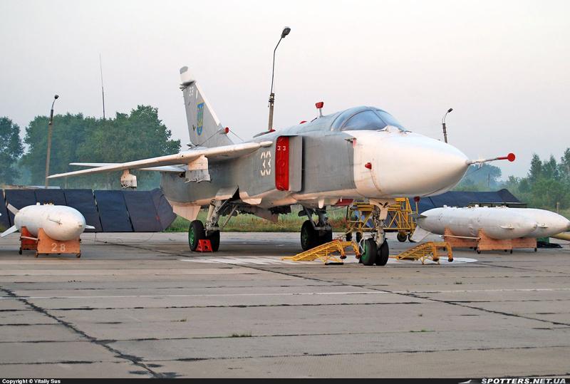 Su-24 N33-001