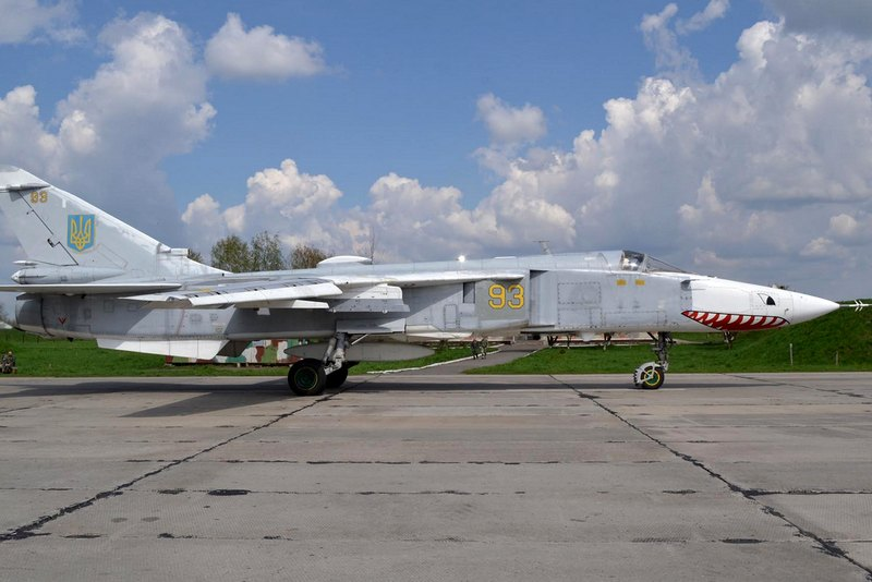 Su-24 N93-004