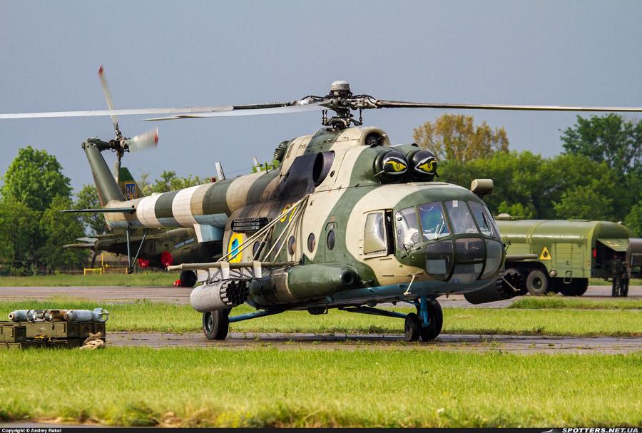 Mi-8 N67 yellow-010