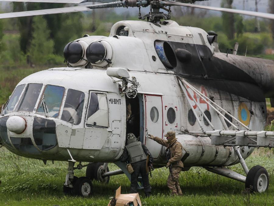 Mi-8 N94 red-009