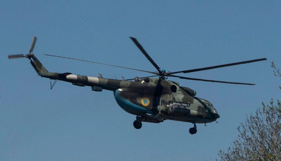 Mi-8 N61 yellow in war-002