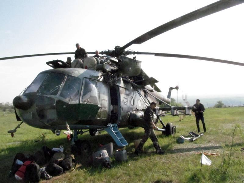 Mi-8 N61 yellow in war-005