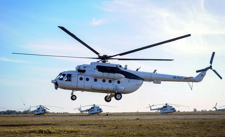 Mi-8 UR-HLP-001