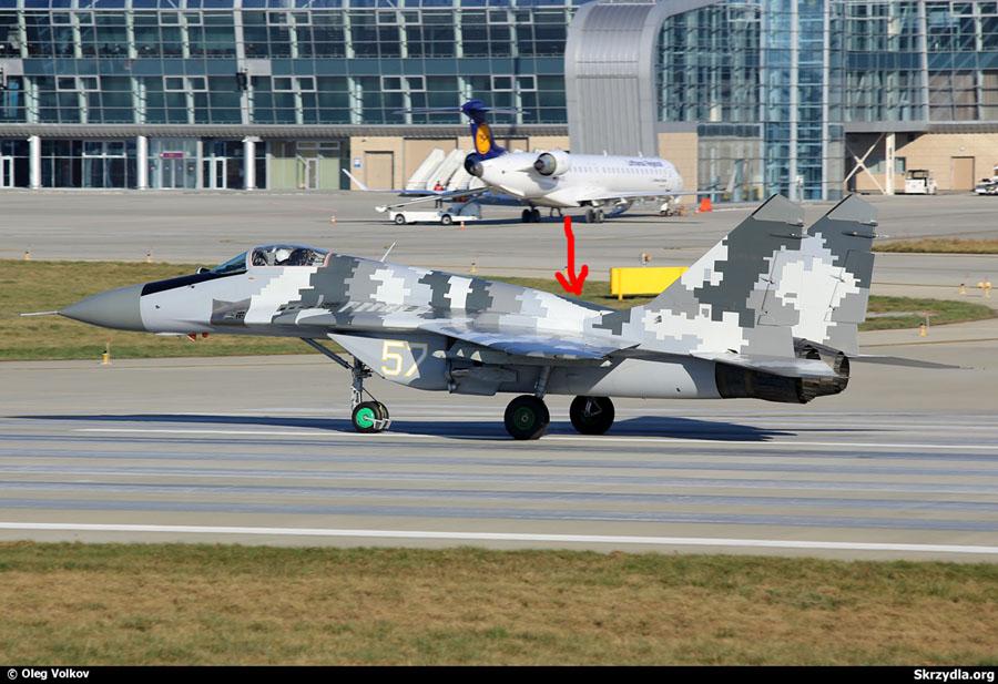 MiG-29 N57 White-002