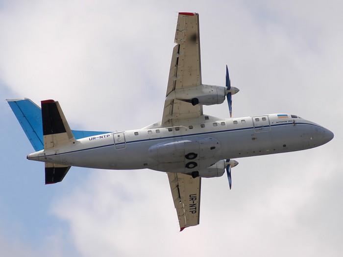 Antonov_An-140_001_2008-700x525