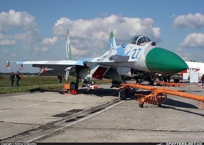UkrAF Su-27-N27-001