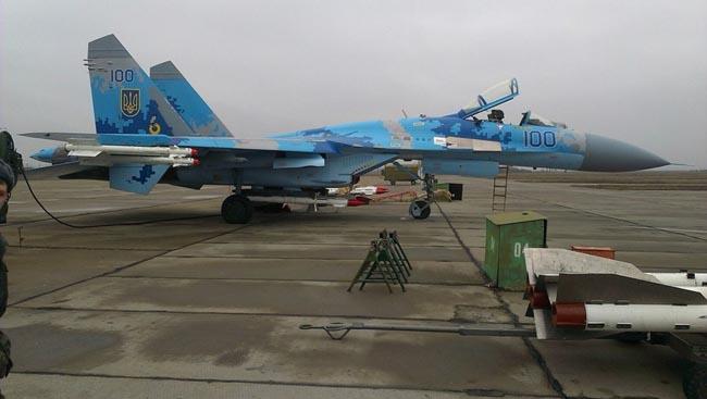 UkrAF Su-27-N100-003