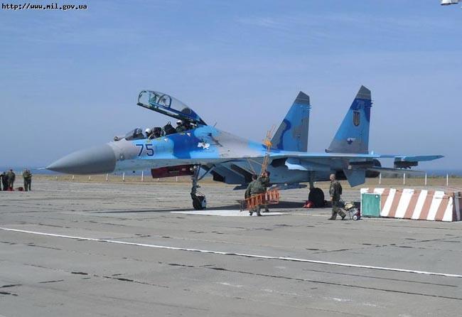 UkrAF Su-27-N75-002
