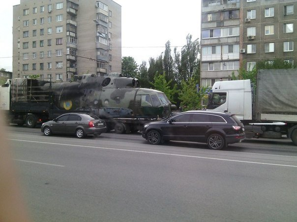 UkrAF Mi-8 N61 damaged 2-05-2014-004