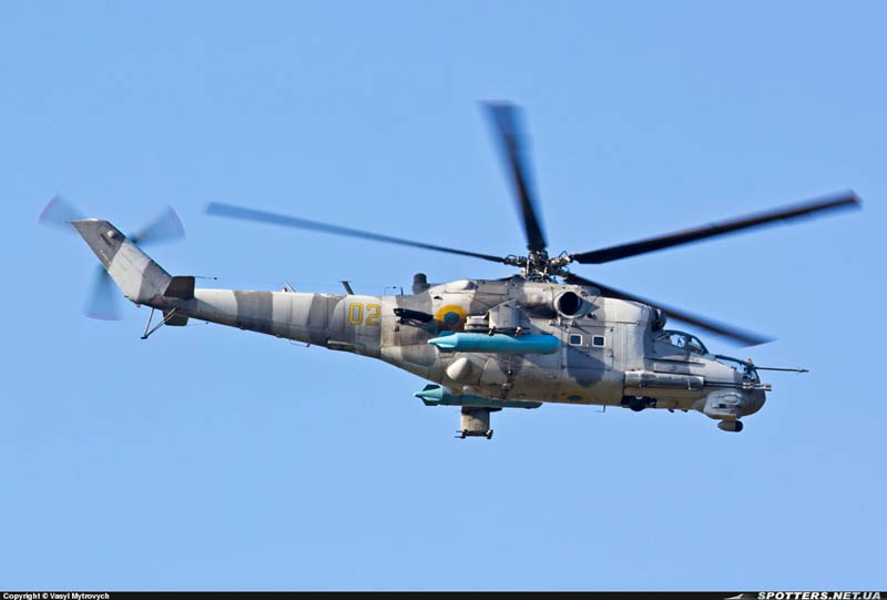 Mi-24 N02 yellow grey camo-005