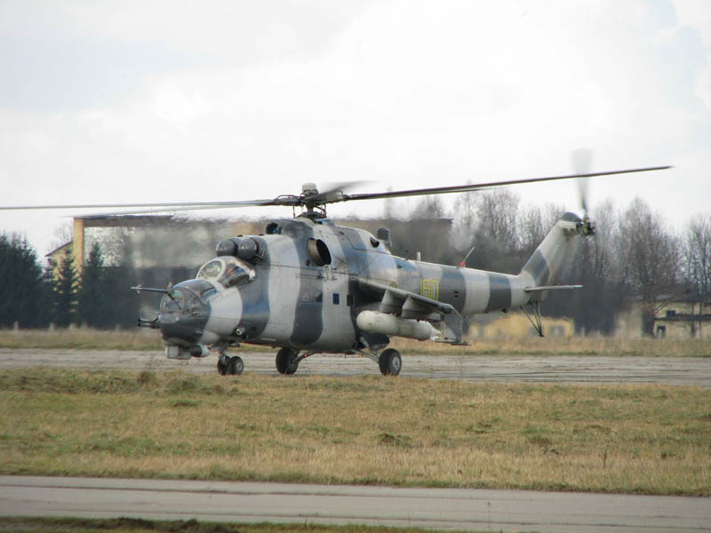 Mi-24 N180 yellow-002