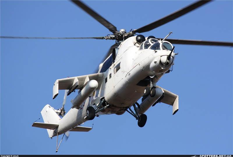 Mi-24 N23 red-004