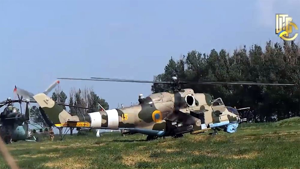 Mi-24 N15 yellow-012