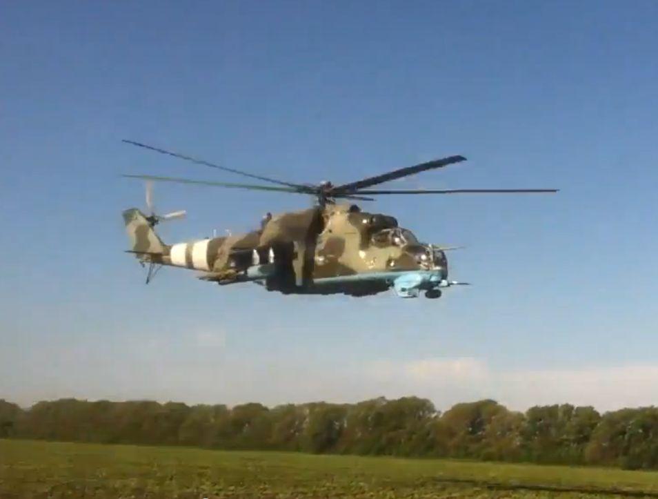 Mi-24 N12 yellow-003