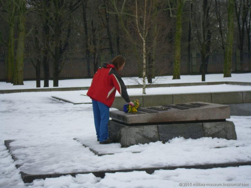 Treptow_Park_Berlin-2011-01-07_011.jpg