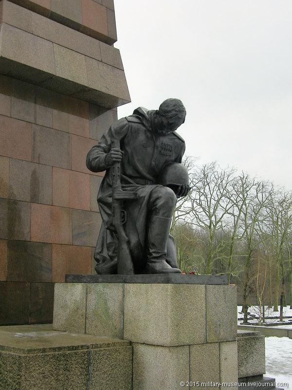 Treptow_Park_Berlin-2011-01-07_007.jpg