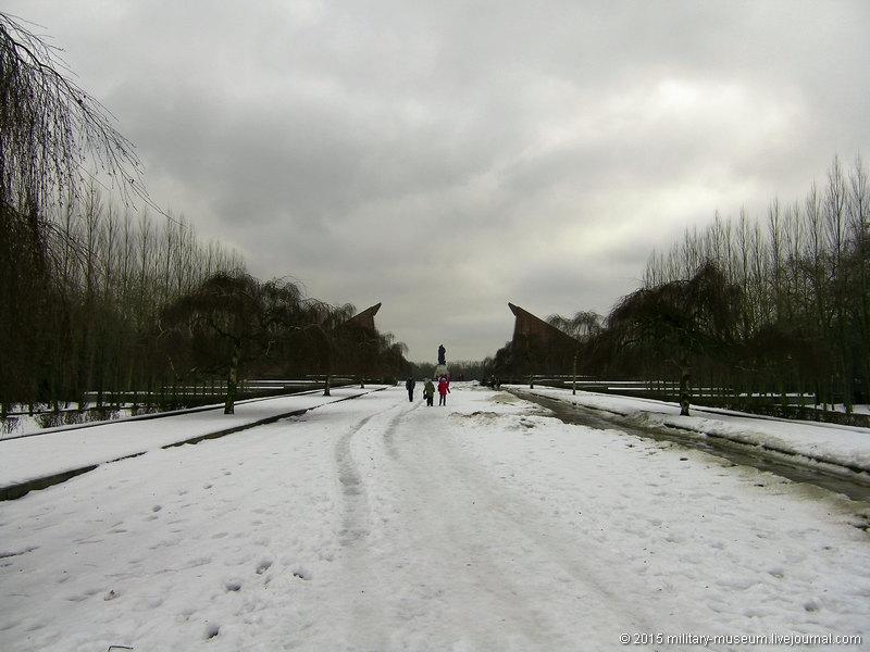 Treptow_Park_Berlin-2011-01-07_005.jpg