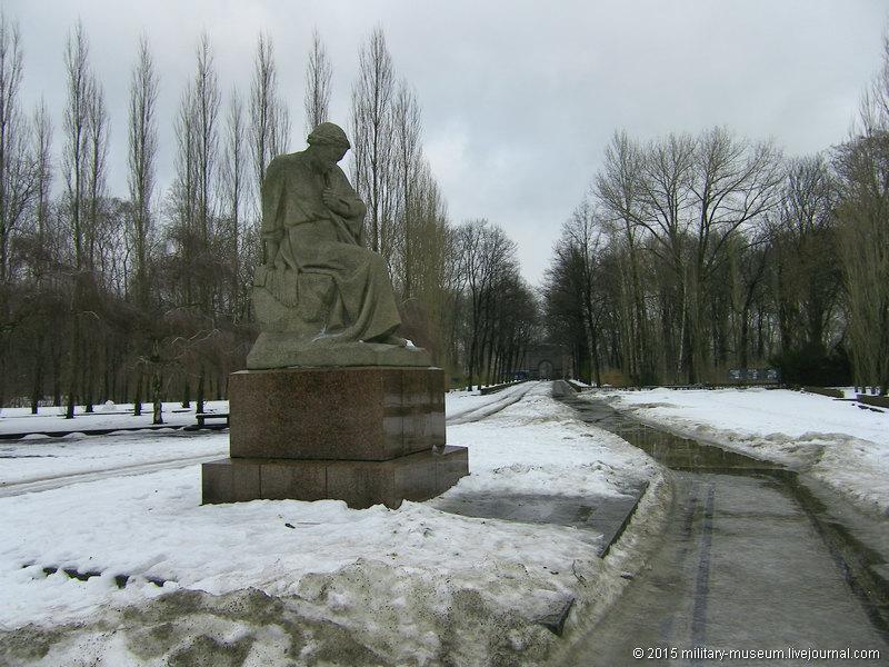 Treptow_Park_Berlin-2011-01-07_004.jpg