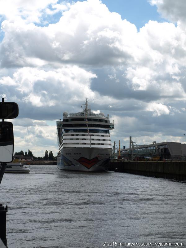 Hamburg Hafen-2015-05-30_072.jpg