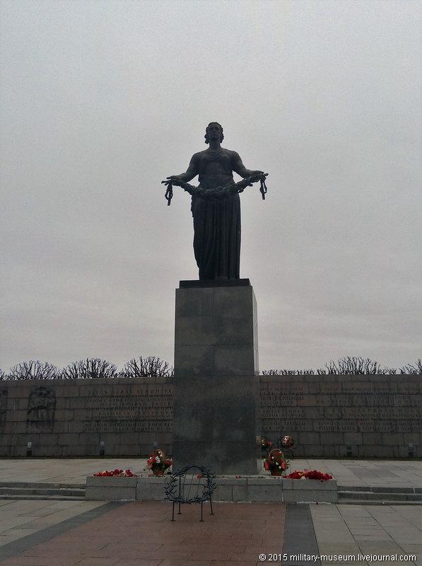 Piskarevka_Memorial_SPb-2015-04-26_008.jpg