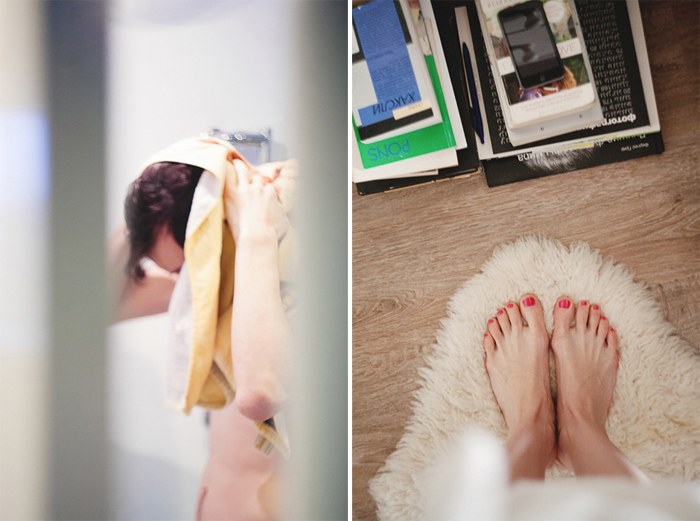 девушка в ванной снимает на телефон
