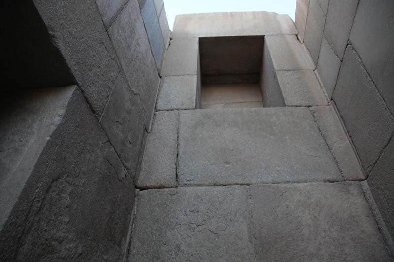 Египет.. Внутренние углы Гранитного храма на плато Гиза