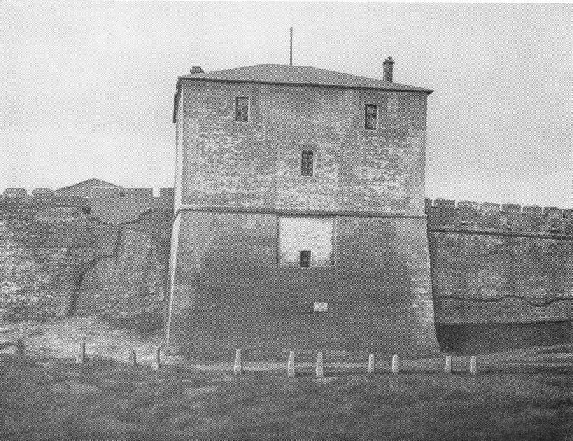 Никольская башня до реставрации 1950г.