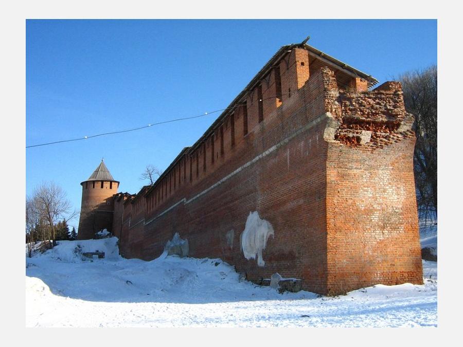 Борисоглебская башня.и разрушенная стена