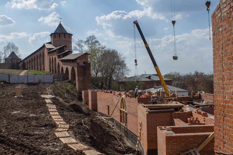 Зачатьевская башня. Полости в стенах