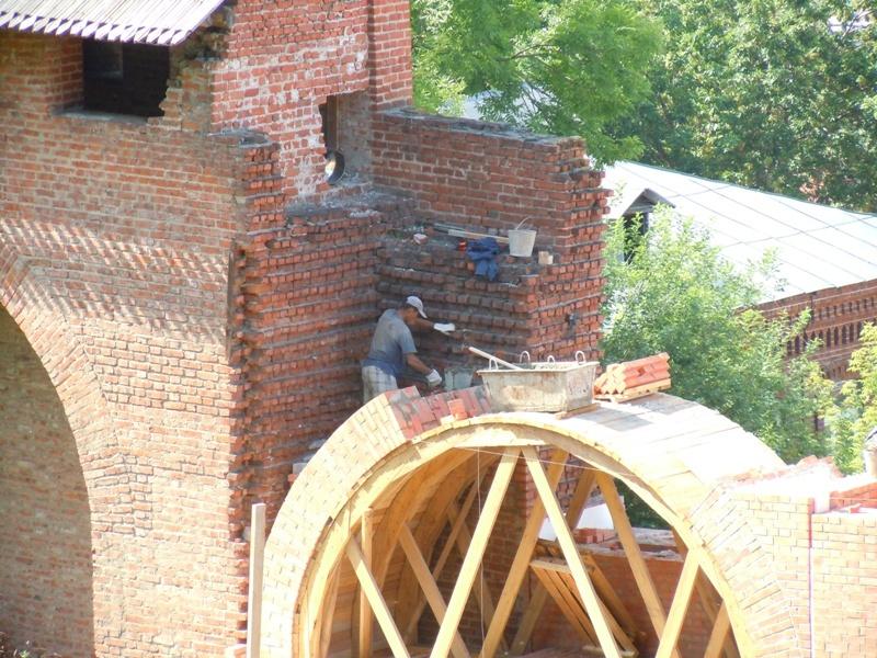 Зачатьевская башня. Реконструкция стены