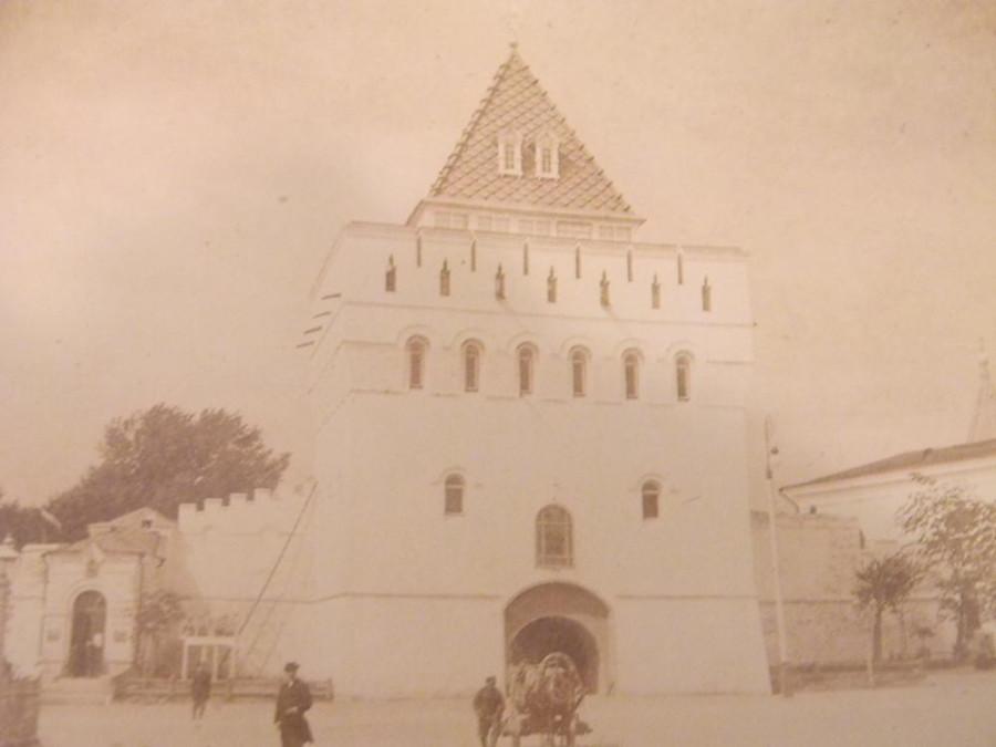 Дмитриевская-башня-кремля