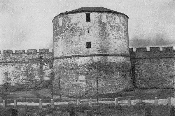 Кладовая башня до реставр.1950 г.