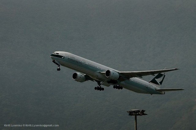Boeing 777-367 cn 27506-102 (B-HNF) Catay Pacific Hong Kong Chek Lap Kok 09-04-2011