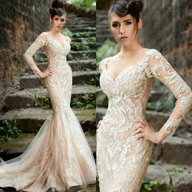 Кружевное платье по телу