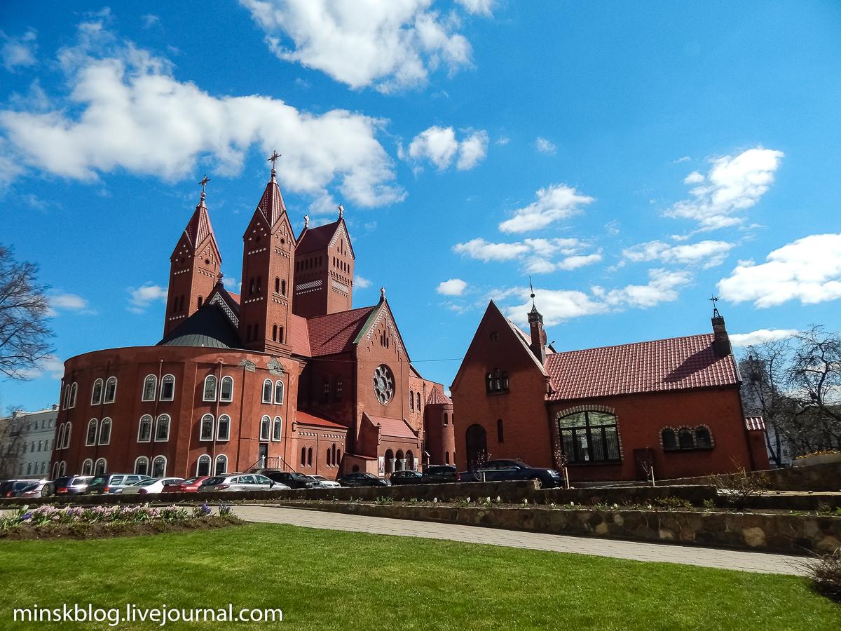 красный костел в минске фото портовом городе