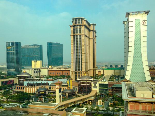 Слева направо: City of dreams, Conrad и две башни Sheraton
