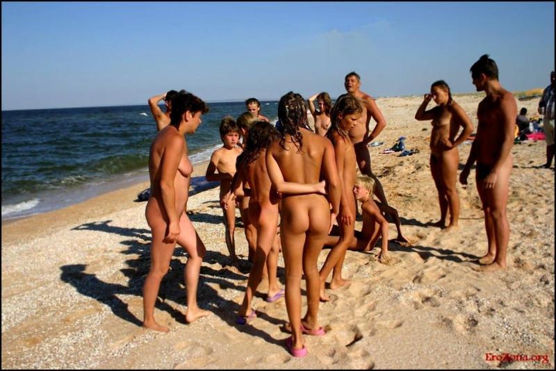 нудистские семьи на пляже-пв1