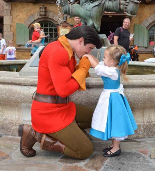 mum-sews-daughter-disney-costume-1