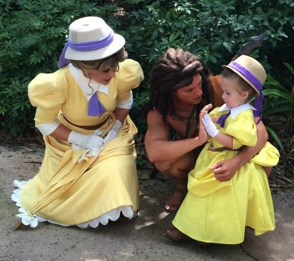 mum-sews-daughter-disney-costume-3
